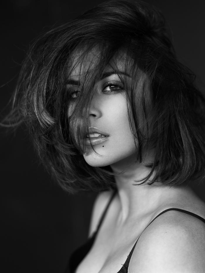 10 Stunningly Simple Tutorials For The Best Eye Makeup: The Stunningly Beautiful Zoe Eleni